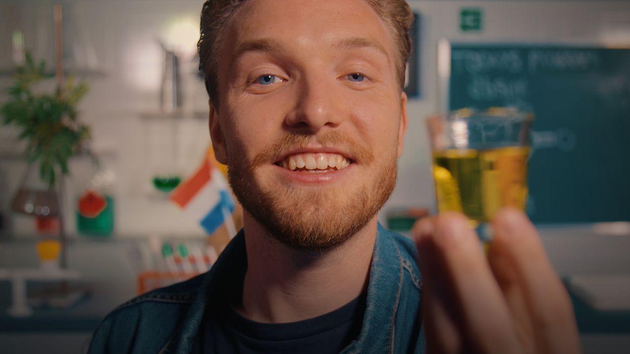 Afbeelding van Bastiaan voelt zich verdoofd na het drinken van absint   Drugslab