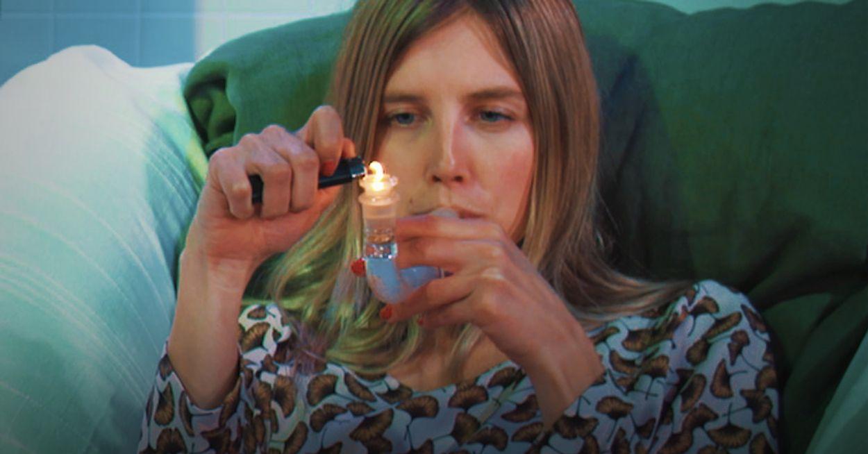 Afbeelding van Drugslab - Nellie rookt DMT