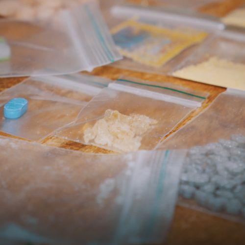 Afbeelding van Drugsdealer: Nellie vraagt hem alles